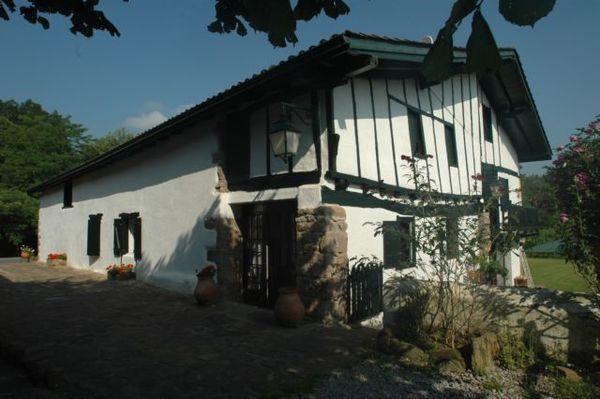 Chambres d 39 hotes sare chambre d 39 hote basque for Chambre hote basque